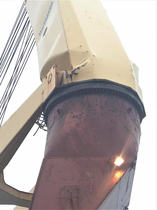 ships crane failure  Photo by Dennis O'Rourke