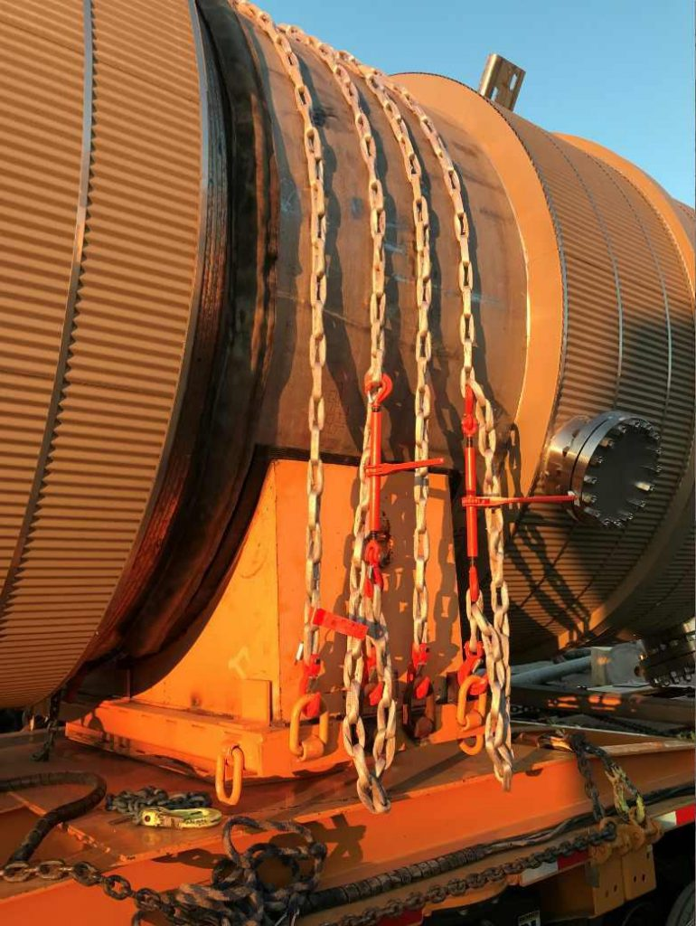 Northwest also uses DoNova PowerLash Textile Chains to secure large demethanizer vessels for transport.